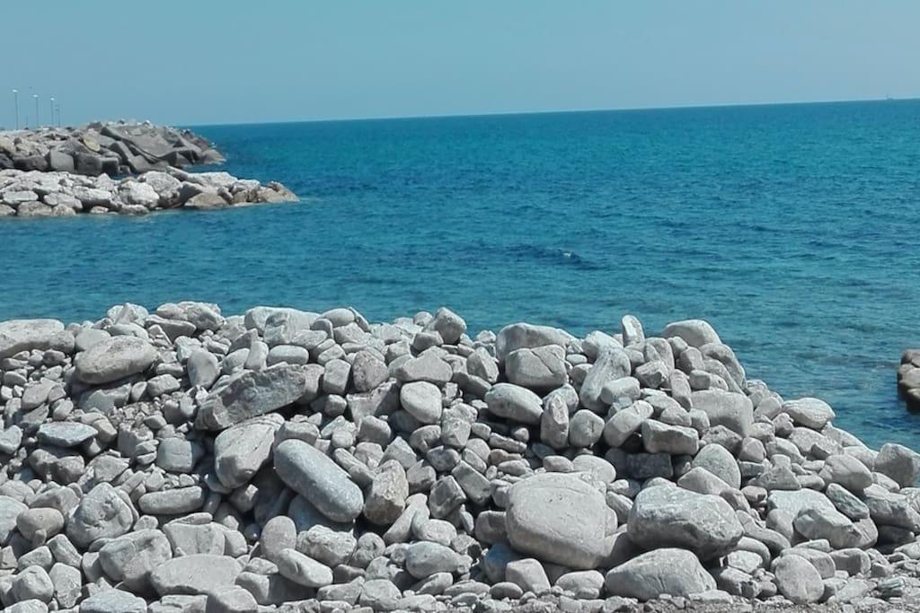 IL MARE • al confine con il Parco nazionale del Cilento, Vallo di Diano e Alburni. Mare blu da esplorare.
