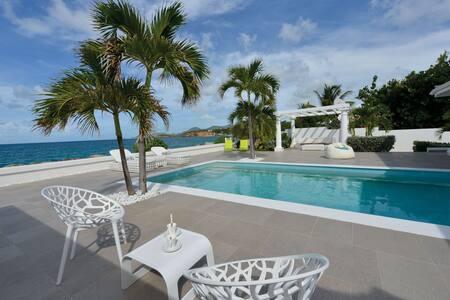 La Perla Bianca Beachfront Villa - Les Terres Basses