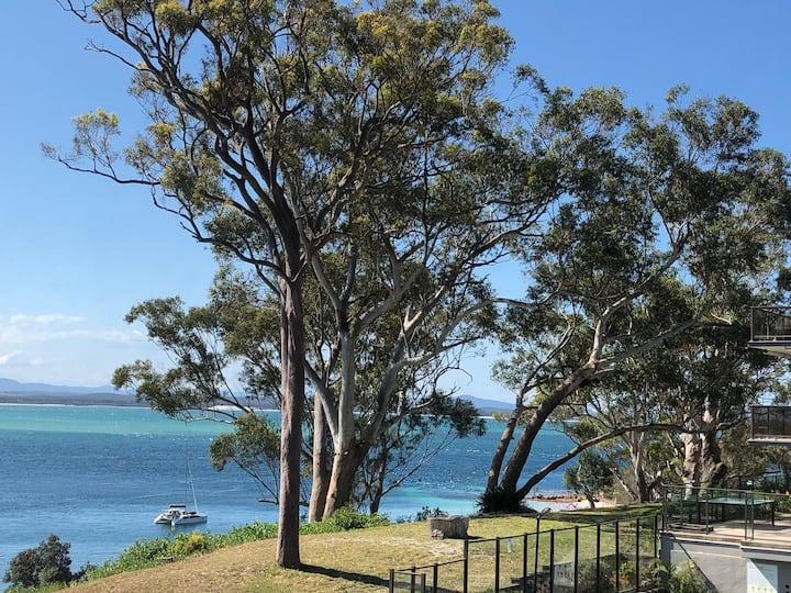 Poplars Apt - Stunning Views, Aircon, Wifi, Pool