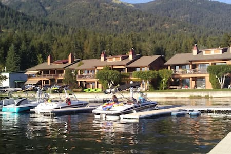 Life's better at the lake! Waterfront 1 bdrm condo