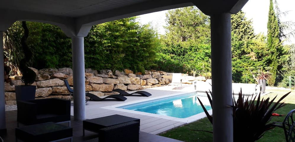 Vue spectaculaire Mont Ventoux pour belle villa