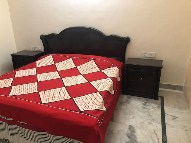 Double Bed in Central Delhi with attached Bathroom