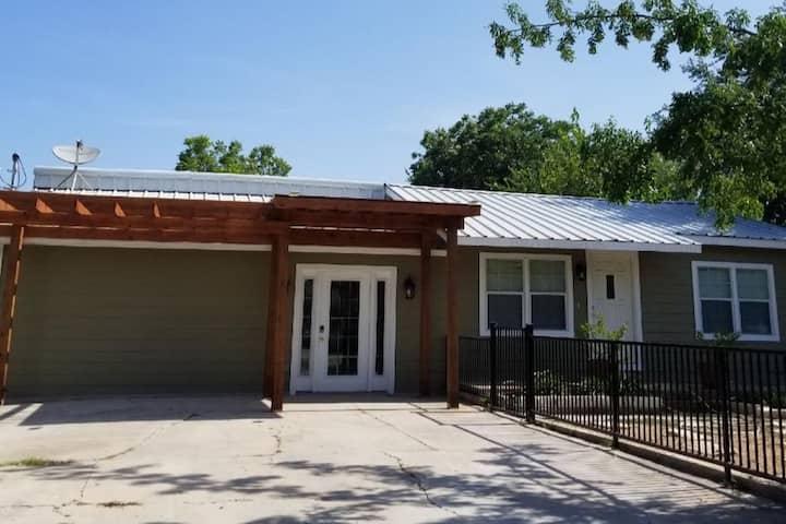 Convenient Northeast San Antonio Remodel (Unit A)