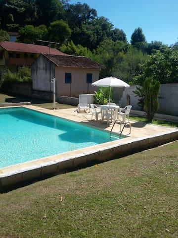 Casinha de campo em Miguel Pereira delícia! - Miguel Pereira - Chalet