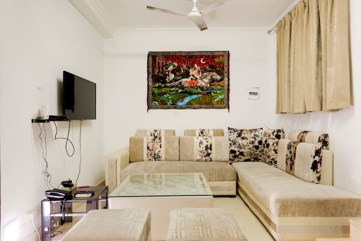 GROUND FLOOR★PEACEFUL & QUIET♥GREATER KAILASH1