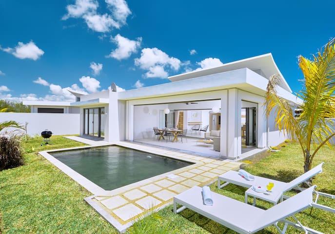 Corail Bleu Private Pool & Garden Villa by LOV