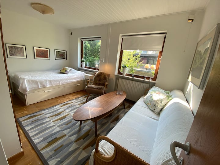 Large private room. Close to city, beach & forest.