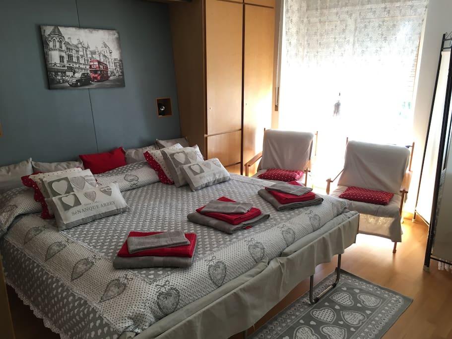 Appartamento: data la posizione della finestra, è possibile svegliarsi al mattino con uno sguardo verso il lago