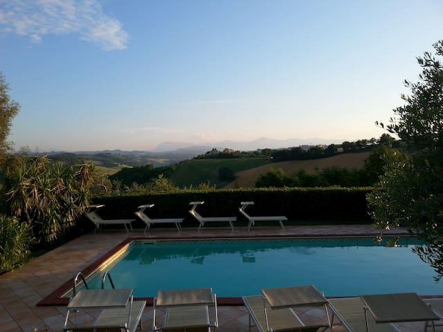 Private villa near beaches and Fermo