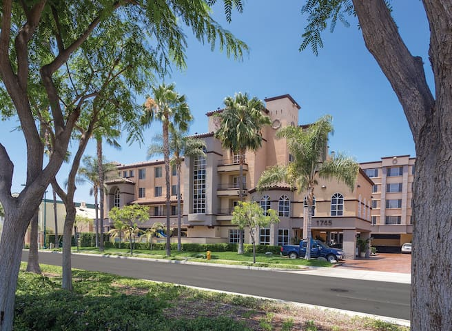 1 Bedroom Suite at Anaheim Resort (2)