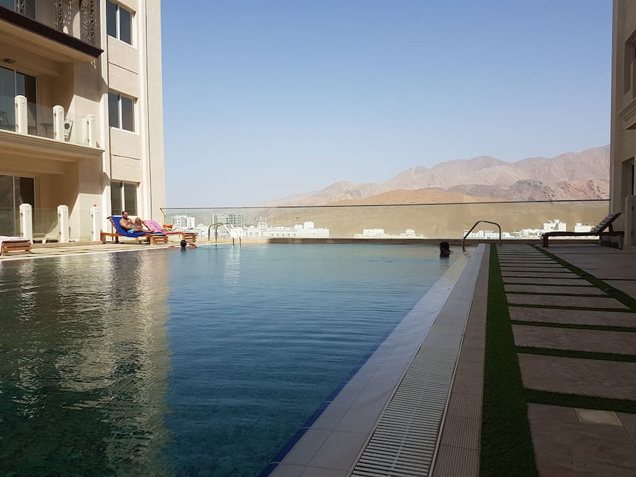 20 metre infinity swimming pool and kids paddling pool