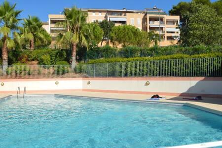 Appart en dernier étage, belle vue, piscine, golf - Biot
