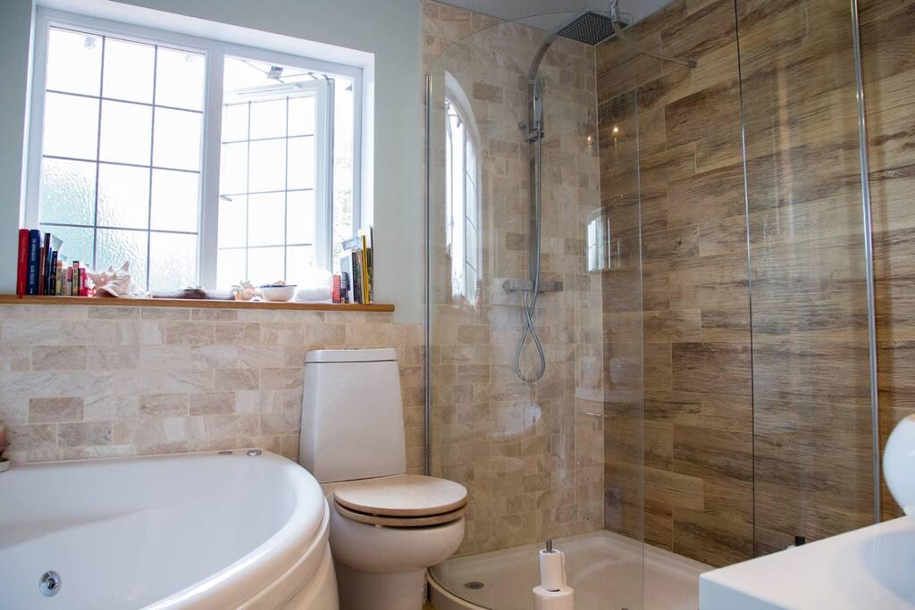 Bathroom with walk in shower & jaquzzi bath