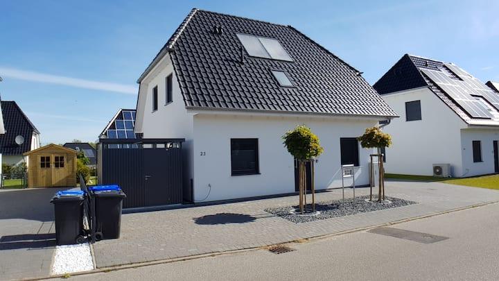 Villa Dalu am See - Luxus Ferienhaus am Fleesensee