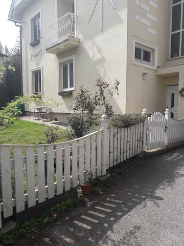 Helle ruhige Wohnung mit Gartenbenützung im 13.Bez
