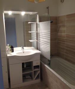 Chambre refaite à neuf - Andrézieux-Bouthéon - Apartamento