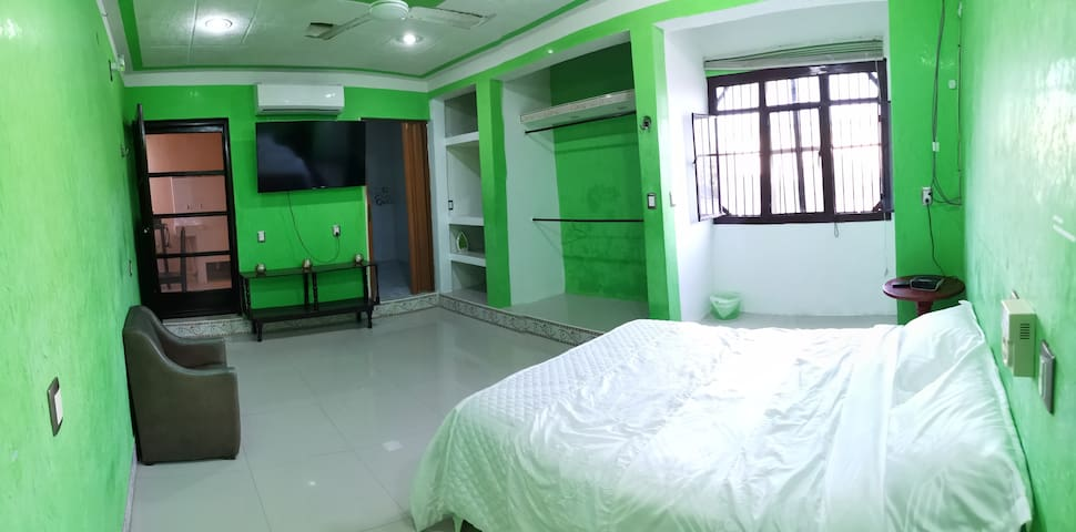 PRIVATE ROOM/AC/Bathroom/Kitchen/Netflix TV 50""