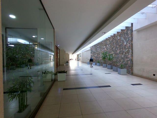 Departamento a pasos de Plaza de Armas y Barrio Bellas Artes, con acceso controlado