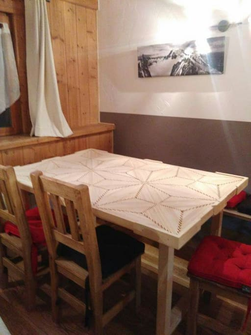 dining corner, with its beautifull hand made table !