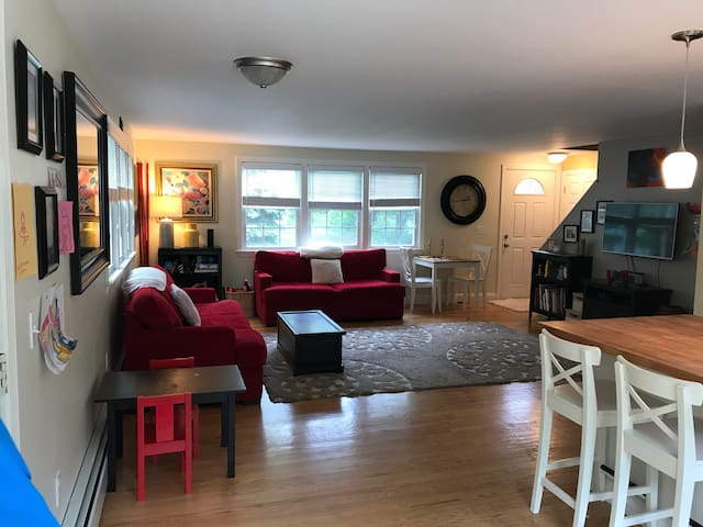 NEWLY RENOVATED 5 MINUTES FROM BEACHES