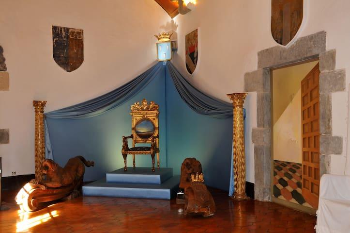 Casa Púbol (Gala-Dalí), al municipi de la Pera: a 25 kilòmetres de l'apartament.