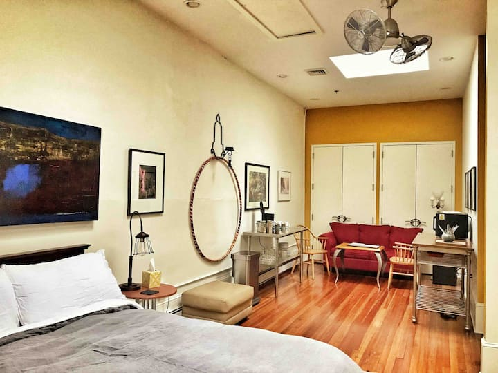 Walkable PRIME Downtown Private BR & Private BA