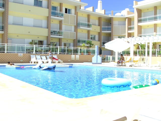 Room in Alvor. Balcony.  Fast wifi. Pool. Aircon.