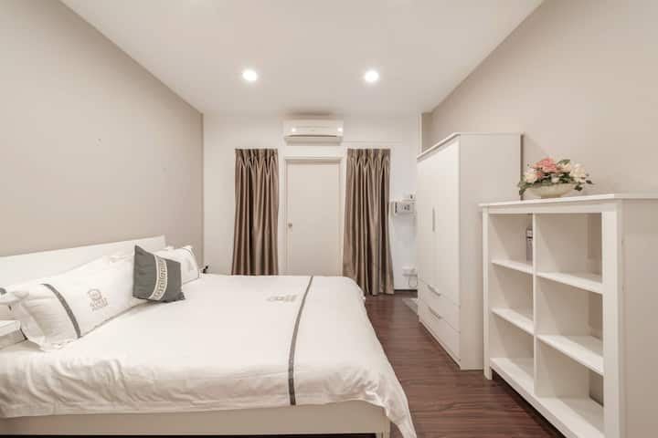 AWESOME ENSUITE RM @ BUONA VISTA (301)