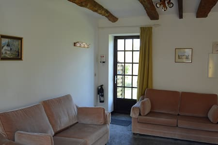 1 Bedroom cottage, with heated pool - Jugon-les-Lacs - Huis