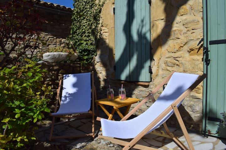 Maison en pierre-Jacuzzi-wifi-vue panoram-calme