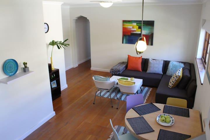 Retro Apartment with Rad Views - Cape Town - Apartmen