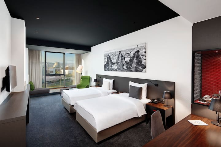 Chic Premier Twin Room + Breakfast included