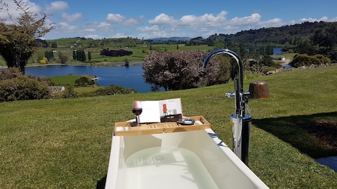 Karapiro Vista - a homely place with a WOW view
