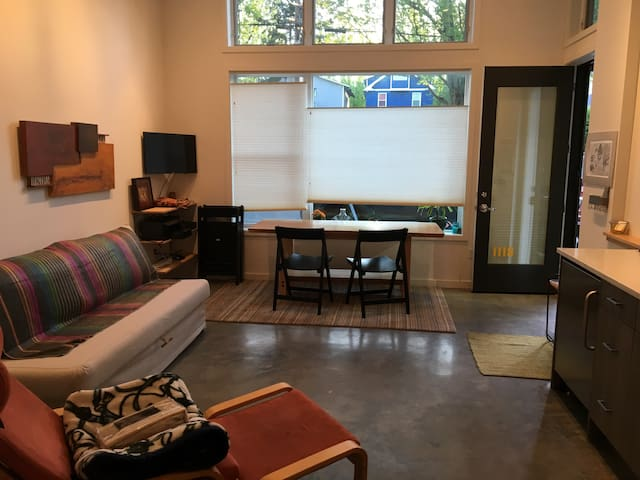 Newly built loft in friendly neighborhood