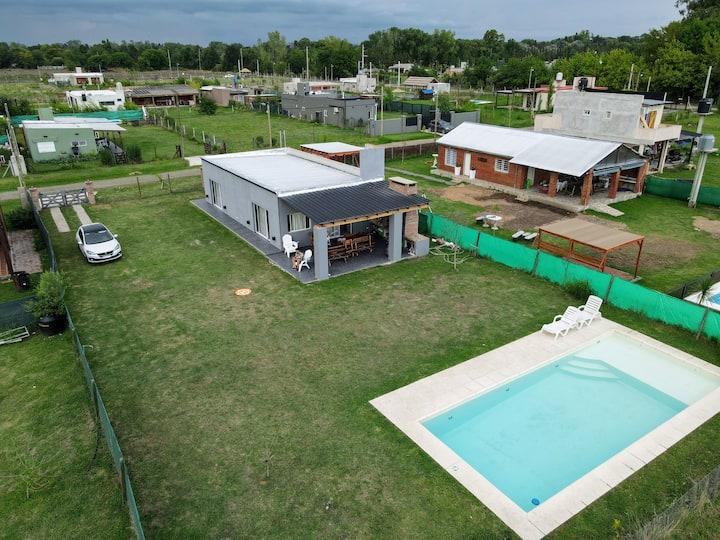Casa para descanso con Piscina 10x4 mts.