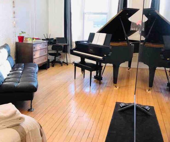 Plateau/chambre + Piano à Queue🎵