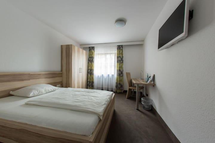 Hotel Stadt Tuttlingen, (Tuttlingen), Einzelzimmer mit Dusche und WC, 25qm