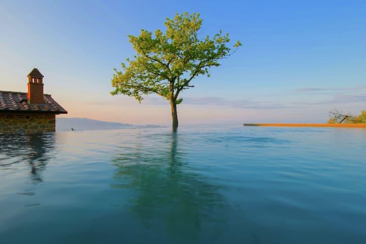 Villa met privézwembad op een prachtige locatie, adembenemend uitzicht