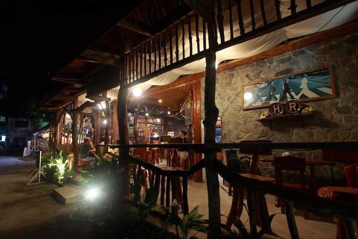 hr hotel bar and restaurant