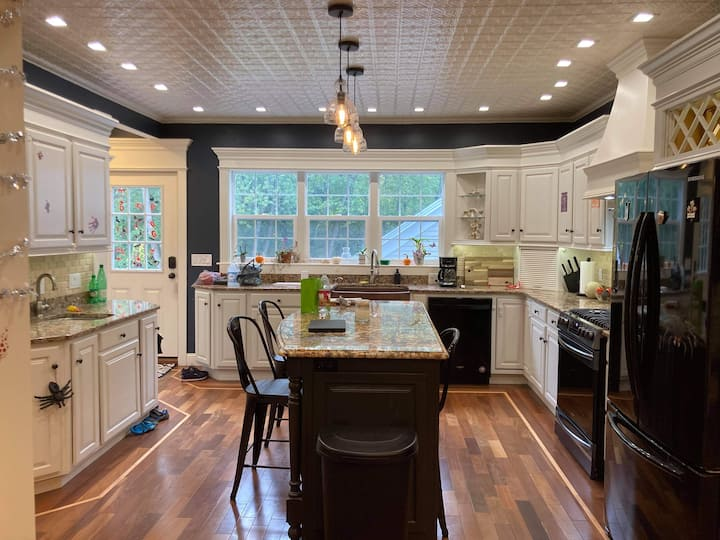 Luxury In The Heart Of South Hadley