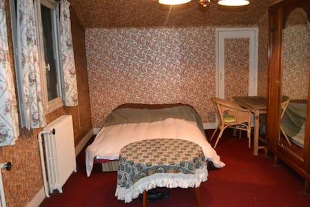 Grande chambre avec bureau 15' de Paris - Rosny-sous-Bois - Dom