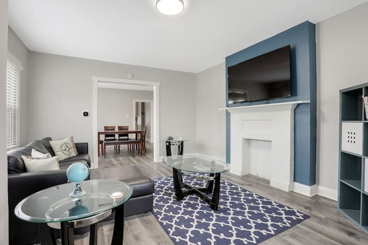 🌃JourneyBNB - Fresh Townhouse Mins from Downtown 🌃