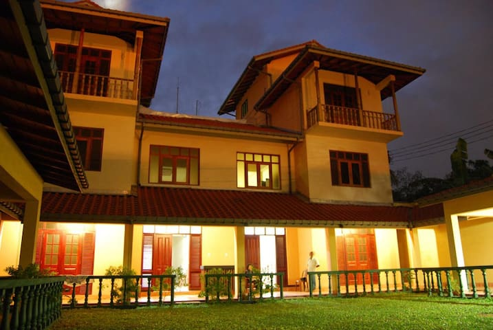 Villa overlooking the Indian Ocean - Dehiwala-Mount Lavinia - Villa