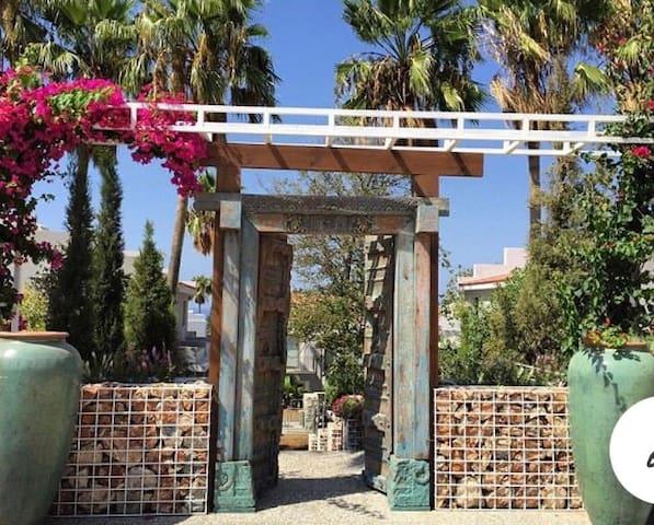Kıbrıs Türk Cumhuriyetinde site içersinde tatil
