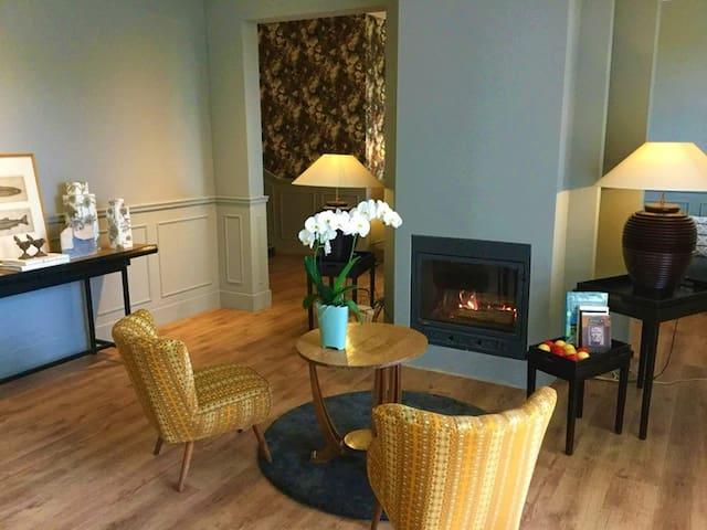 """MontMouton - Luxe Villa - 8 """"hotel bedrooms"""""""