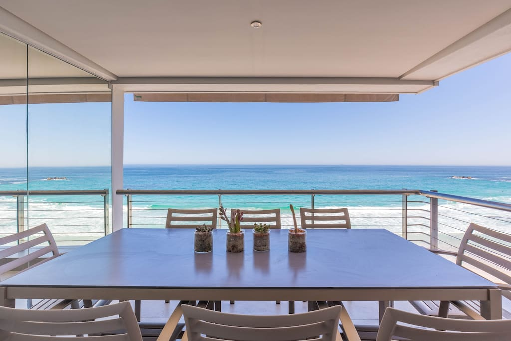 Endless sea views/outdoor dining table