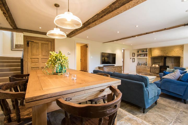 Gorgeous Grade II listed country farm cottage in Somerset hamlet
