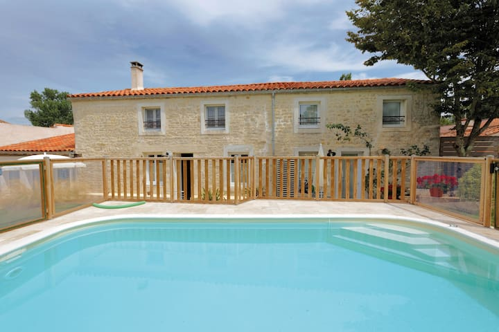 Superbe gite La Grange avec piscine chauffée