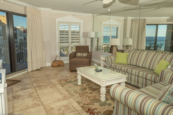 IR 516 Sunset Views to marvel at in this 2 BR on the beach side of Holiday Isle