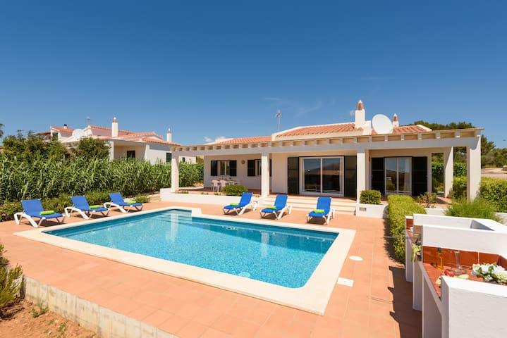 Villa Rose. Private swimming pool. Free AC & Wifi